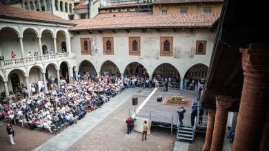 """Novara, l'addio dei lettori a Vassalli  con le parole di """"Chimera""""  foto"""