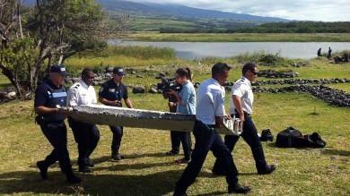"""Boeing, MH370: """"Pezzi rinvenuti  nell'Oceano indiano   Foto   -   mappa   -   video   compatibili con l'aereo scomparso"""""""