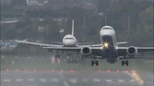 Decollo e atterraggio in sincrono effetto spettacolare in pista
