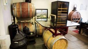 La cantina è in the City  il vino è prodotto in casa