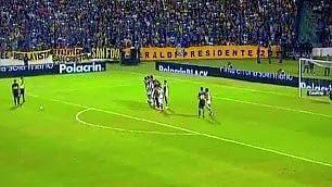 Tevez, punizione magica   primo gol con la maglia del Boca