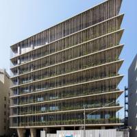 Tokyo, piante e catene: il palazzo che simula la pioggia