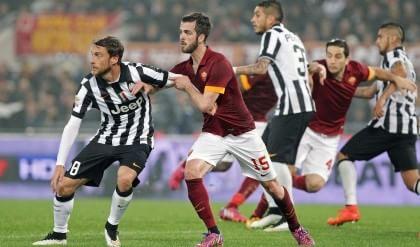 Apre la Roma contro il Verona  Il big match con la Juve alle 18