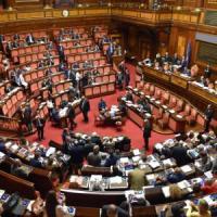 Rai, governo sotto al Senato su delega canone. Martedì Vigilanza nomina Cda