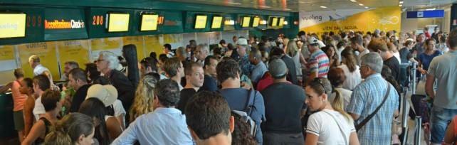 Caos Fiumicino, l'Enac convoca Adr-Alitalia  Incendio iniziato da un cumulo di rifiuti