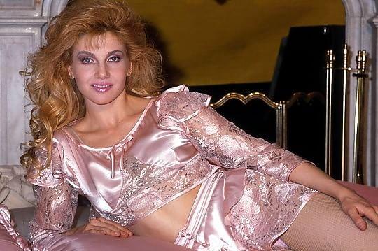Cinquant'anni da Cuccarini, la brava ragazza che disse no a Playboy e alla DC