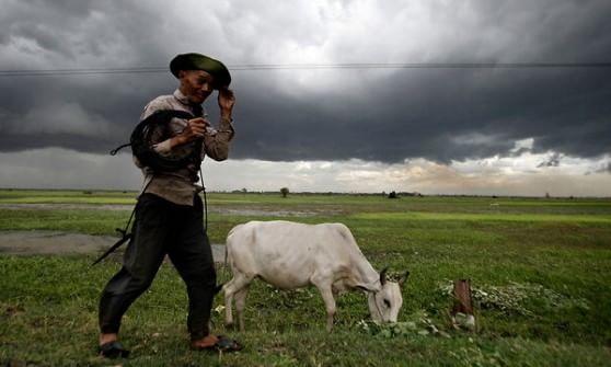 """""""Ridateci la terra"""". La lotta dei contadini cambogiani contro la multinazionale francese"""