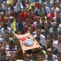 Cisgiordania, migliaia ai funerali del bimbo palestinese ucciso nel rogo