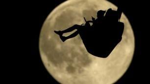 Luna Blu, spettacolo nel mondo e stanotte la vedremo in Italia