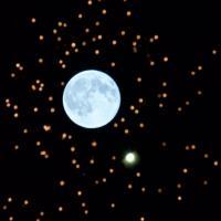 La luna blu si svela: le immagini dal mondo