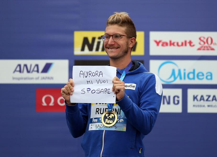 """Mondiali di nuoto, Ruffini dal podio: """"Aurora mi vuoi sposare?"""""""