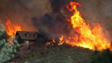 Foto  In fiamme il nord della California mobilitati ottomila vigili del fuoco   video