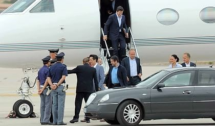 Berlusconi-Mr Bee, week end in Sardegna verso il closing