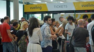 Fiumicino, il traffico aereo torna regolare ripristinati i voli Vueling cancellati