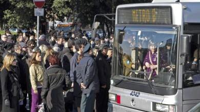 Degrado Roma, dai lettori 700 foto                 Termini, sequestrati  38 taxi abusivi