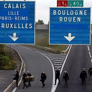 """Migranti, adesso l'appello all'Ue arriva anche da Londra: """"Calais non è solo problema nostro"""""""