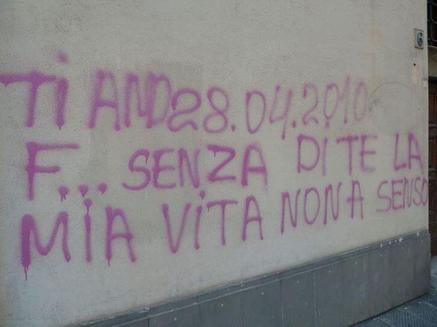 Scritte sui muri l 39 amore sgrammaticato - Frasi scritte sui muri di casa ...