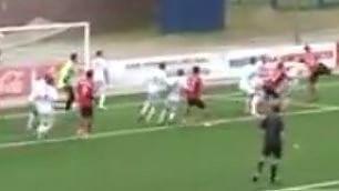 Makasya come Ibrahimovic scorpione al volo: gol spettacolo