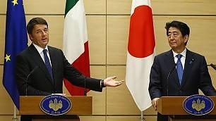 """Renzi al premier Abe: """"Ti porterò a mangiare una pizza a Napoli"""""""