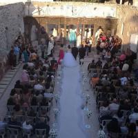 Siria, l'amore tra le macerie di Homs: matrimonio nella chiesa distrutta dalle bombe