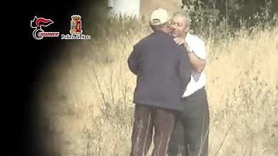 Mafia, la caccia a Messina Denaro trovati 'pizzini' del boss latitante arrestati 11 fedelissimi   video
