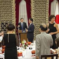 """Renzi dal Giappone: """"Domani i nomi del governo per la Rai. Impossibile rinviare"""". E..."""