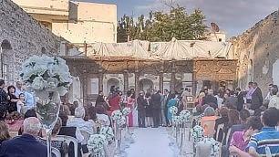 L'amore dopo le bombe Nozze nella chiesa distrutta