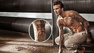 """""""Leggere"""" David Beckham guida ai 40 tatuaggi sul corpo"""