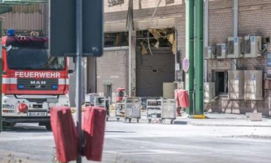 Germania, esplosione in impianto chimico a Krefeld: 13 feriti e 5 operai dispersi