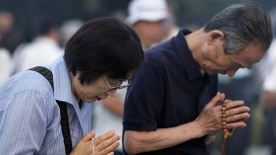 Hiroshima, le campane e un minuto di silenzio a 70 anni dalla bomba atomica