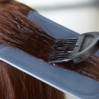Tinture per capelli e tatuaggi temporanei: stretta dell'Ue su 9 pigmenti 'irritanti'