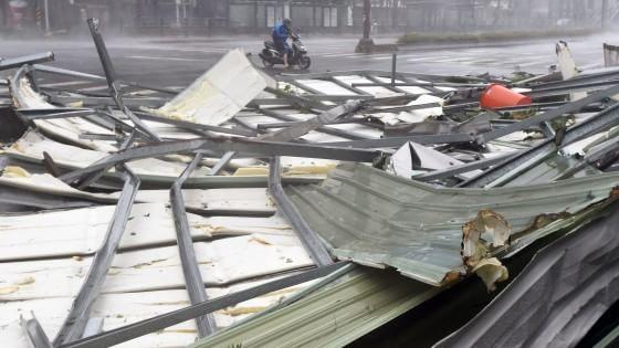 Tifone investe Taiwan, venti a 200 Km/h, onde alte 10 metri