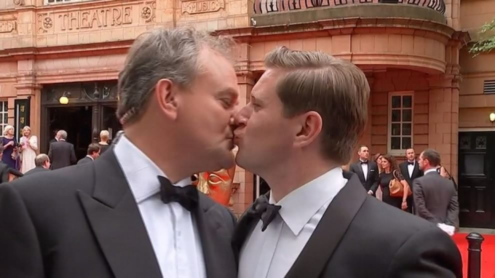 Downton Abbey, Robert e Tom si baciano sul red carpet dei Bafta