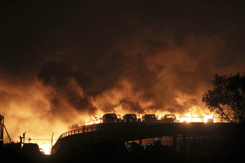 Cina, gigantesca esplosione a Tianjin