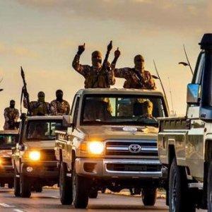 Libia, la rivolta di Sirte. Stato islamico bombarda aree residenziali, decine di vittime