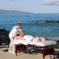 Massaggi in spiaggia, cosa fare per evitare di mettersi nelle mani sbagliate