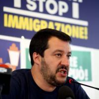 Pd: 'Salvini blocca Italia? Bel programma'. Mentre l'attacco ai vescovi divide Forza Italia