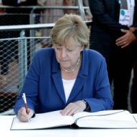 Emergenza migranti, la Merkel volta pagina: