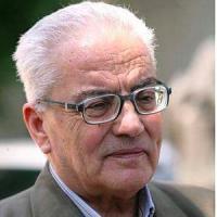 Siria, a Palmira l'Is decapita il capo del sito archeologico: il corpo appeso a una colonna