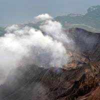 """Il vulcano si risveglia, Greenpeace: """"Fermate il reattore"""""""