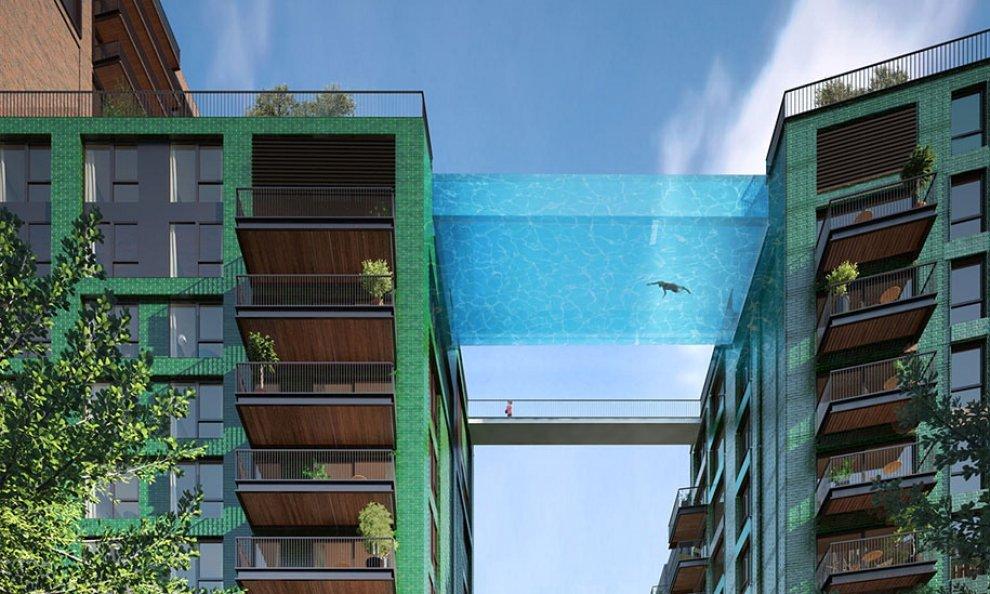 Londra, una piscina come ponte: si nuota sospesi nel vuoto