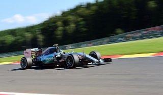 F1, dal fuori pista a 300 km/h al miglior tempo: Rosberg protagonista a Spa