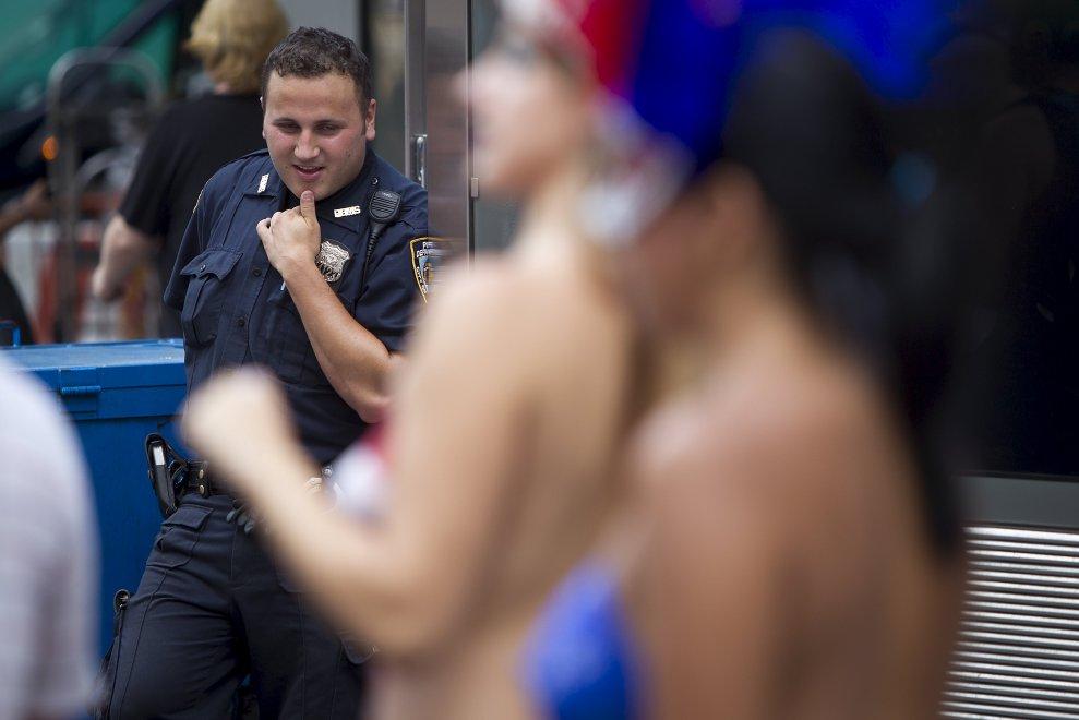 N.Y., a Times Square debutta la task force contro il topless