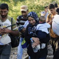Migranti, frontiera aperta tra Grecia e Macedonia