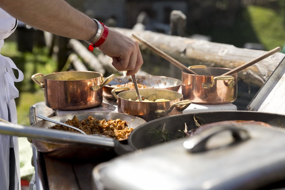 Cucinare in alta quota sei chef preparano pietanze senza for Cucinare da chef