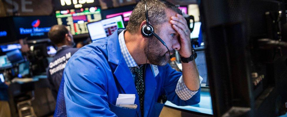 La crisi cinese scatena il panico sui mercati: Milano -6%, sprofonda l'Asia. Wall Street chiude a -3,5 per cento