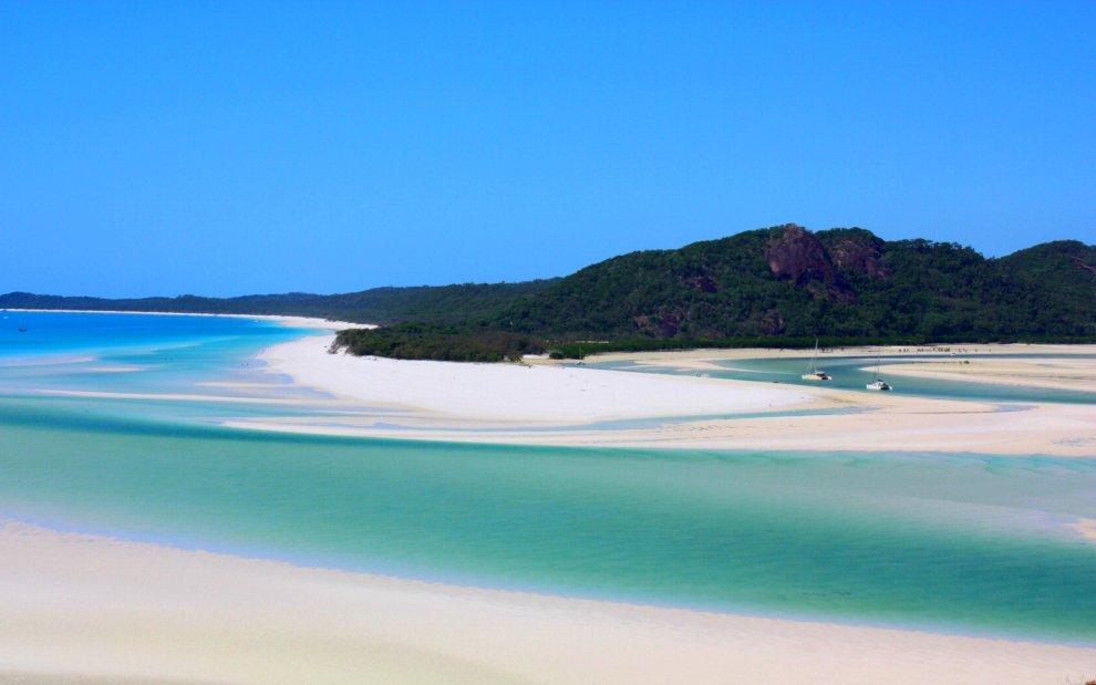 Bianche, rosa o di vetro levigato: le spiagge più insolite del mondo