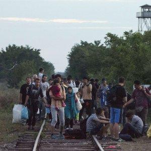 Migranti, emergenza nei Balcani: attese oltre 3mila persone al giorno in Macedonia