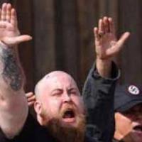 Berlino, nazisti tedeschi bruciano una palestra destinata ad accogliere rifugiati