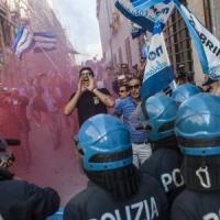 """Renzi all'Aquila, tensione e contestazioni. """"Su ricostruzione non faccio annunci show"""""""
